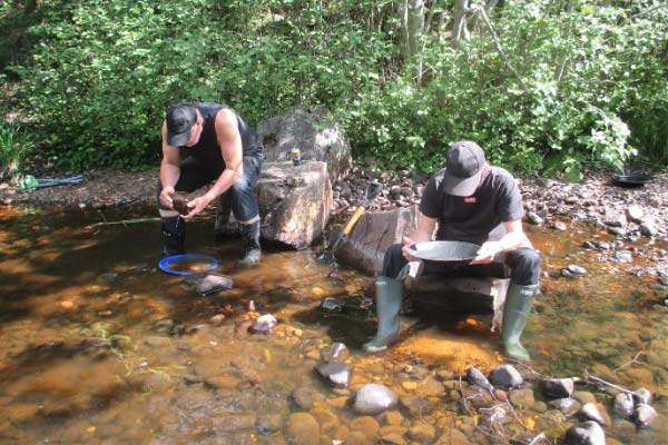 Gold digging panning for gold